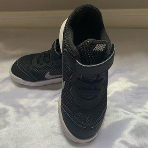Nike | Kids' Size 10 Black Velcro Logo Sneakers